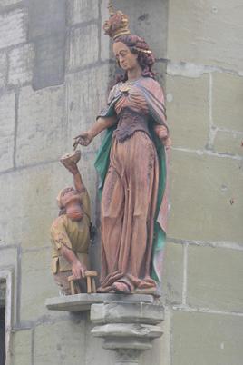 Statue de sainte Élisabeth et mendiant, Fribourg, Suisse (Photo : Dr Luc Westphal).